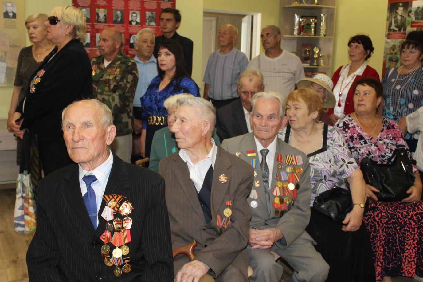 Ветераны Славяносербска приняли участие в экскурсии по местному музею 1