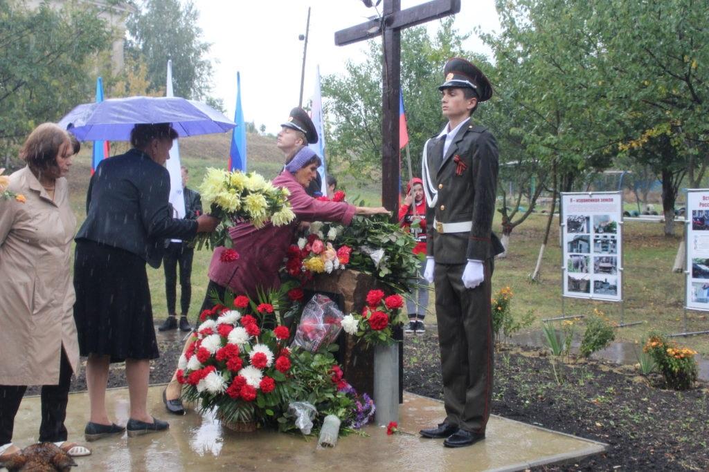 В селе Веселая Гора состоялся митинг-реквием по погибшим от агрессии ВСУ мирным жителям 5