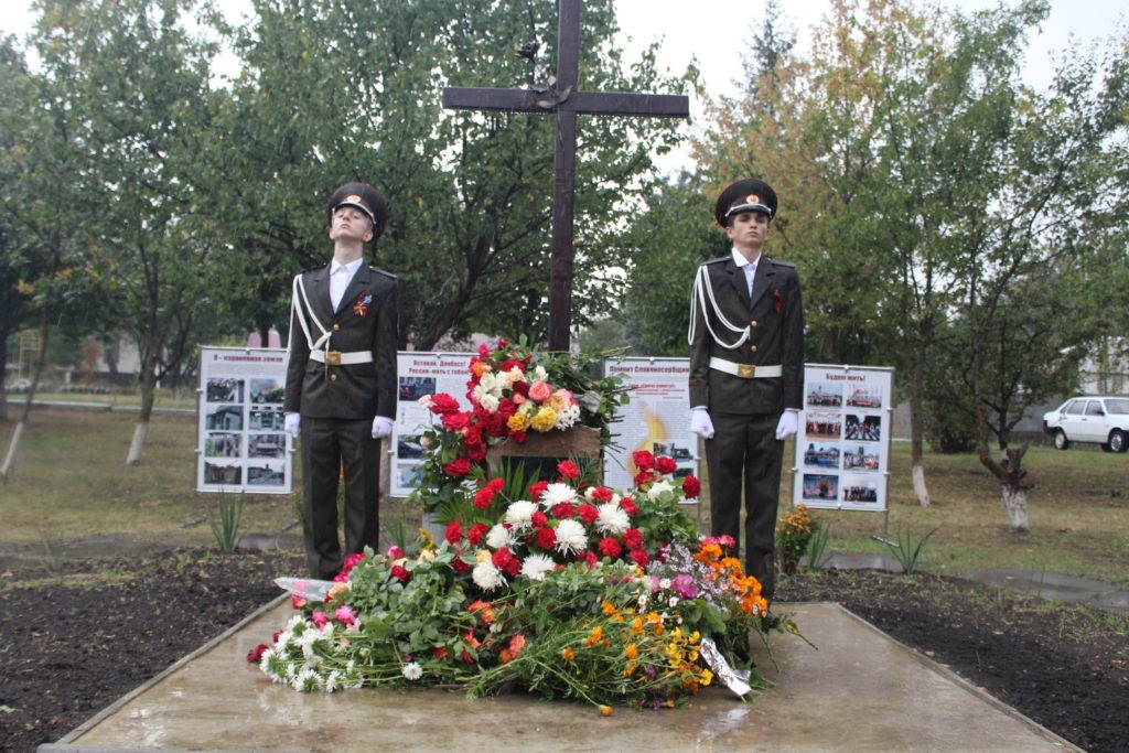 В селе Веселая Гора состоялся митинг-реквием по погибшим от агрессии ВСУ мирным жителям 3