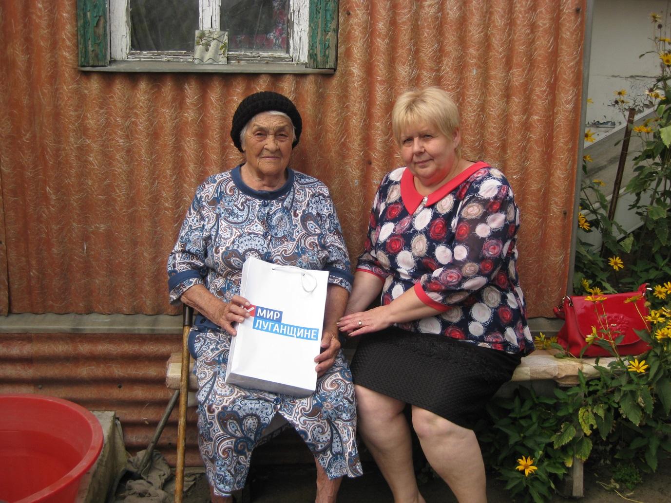Координатор проекта «Забота о ветеранах» в Антраците поздравила ветерана с 96-летием 1