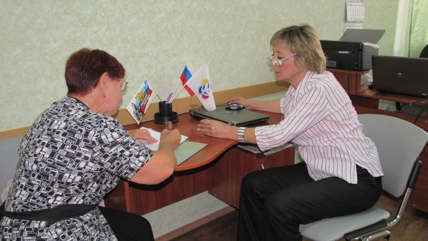 Депутат Народного Совета провела прием граждан в Стаханове 1