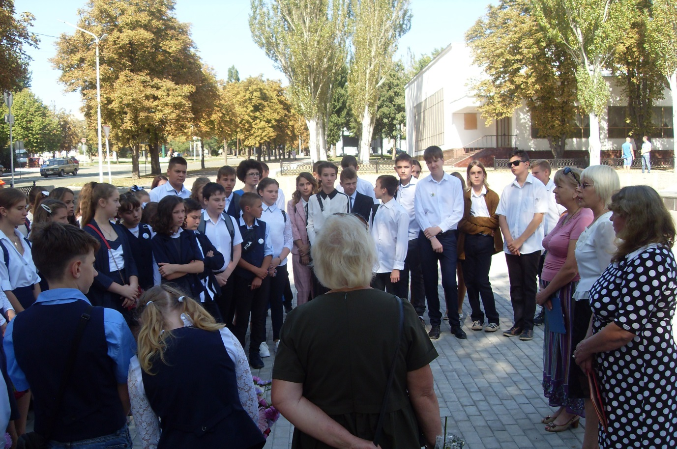 Час памяти, посвященный 76-летию освобождения от немецко-фашистских захватчиков, состоялся  в Стаханове 1