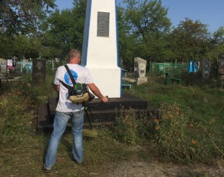 Уборка братской могилы состоялась на территории Лутугинского кладбища 1