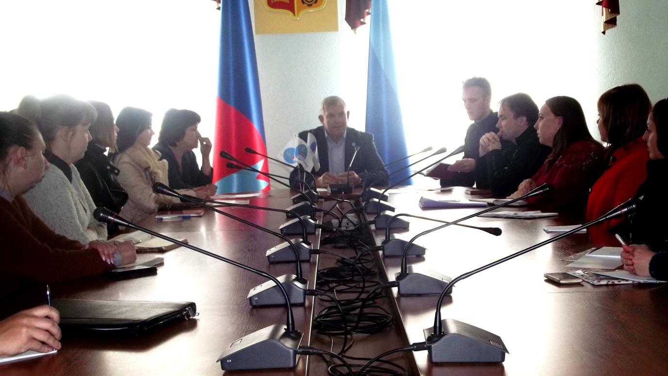 Руководитель Краснодонского теротделения ознакомил молодежь города с проектом «Лидеры Луганщины» 1