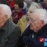 Дети Луганска поздравили ветеранов с Днем пожилого человека