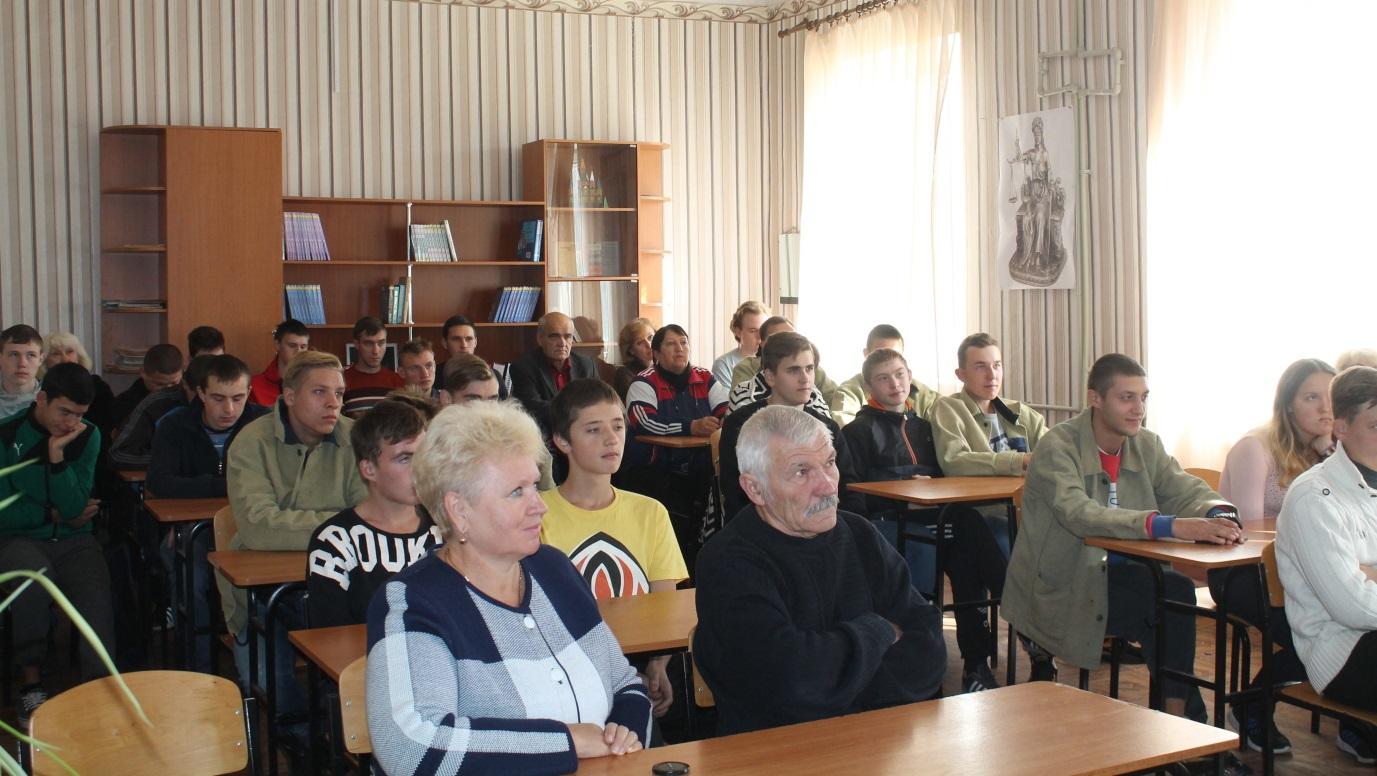 Молодежь Перевальска обсудила работу проекта «Лидеры Луганщины» 1