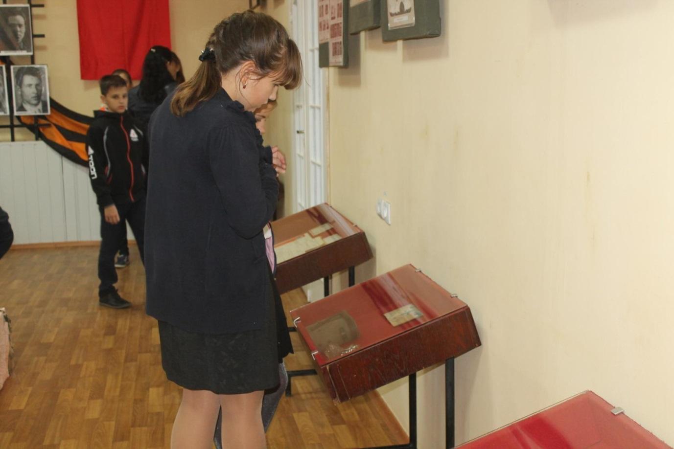 Выставка, посвященная Дню партизанской славы, состоялась в Ровеньках 1