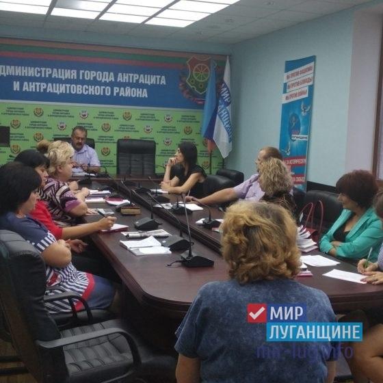 Глава Администрации Антрацита ознакомился с проблемами граждан 8