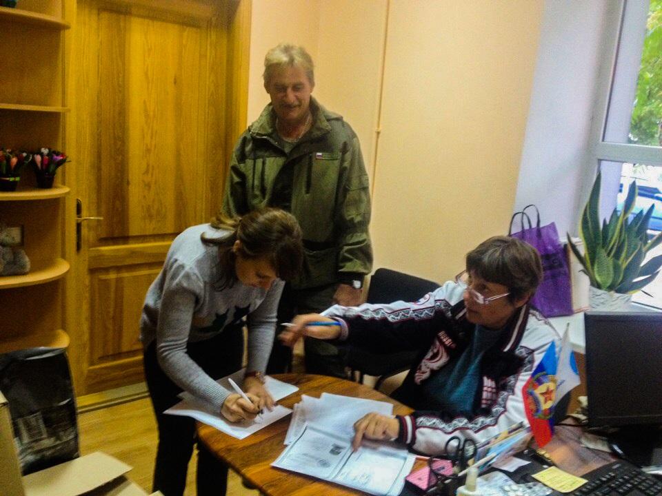 Активисты проекта «Волонтер» передали гуманитарную помощь защитникам Республики в Свердловске 1