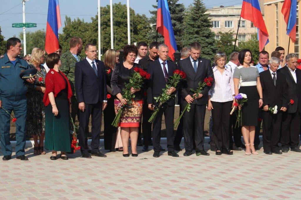 В Стаханове открыли памятник погибшим от агрессии ВСУ жителям города 3