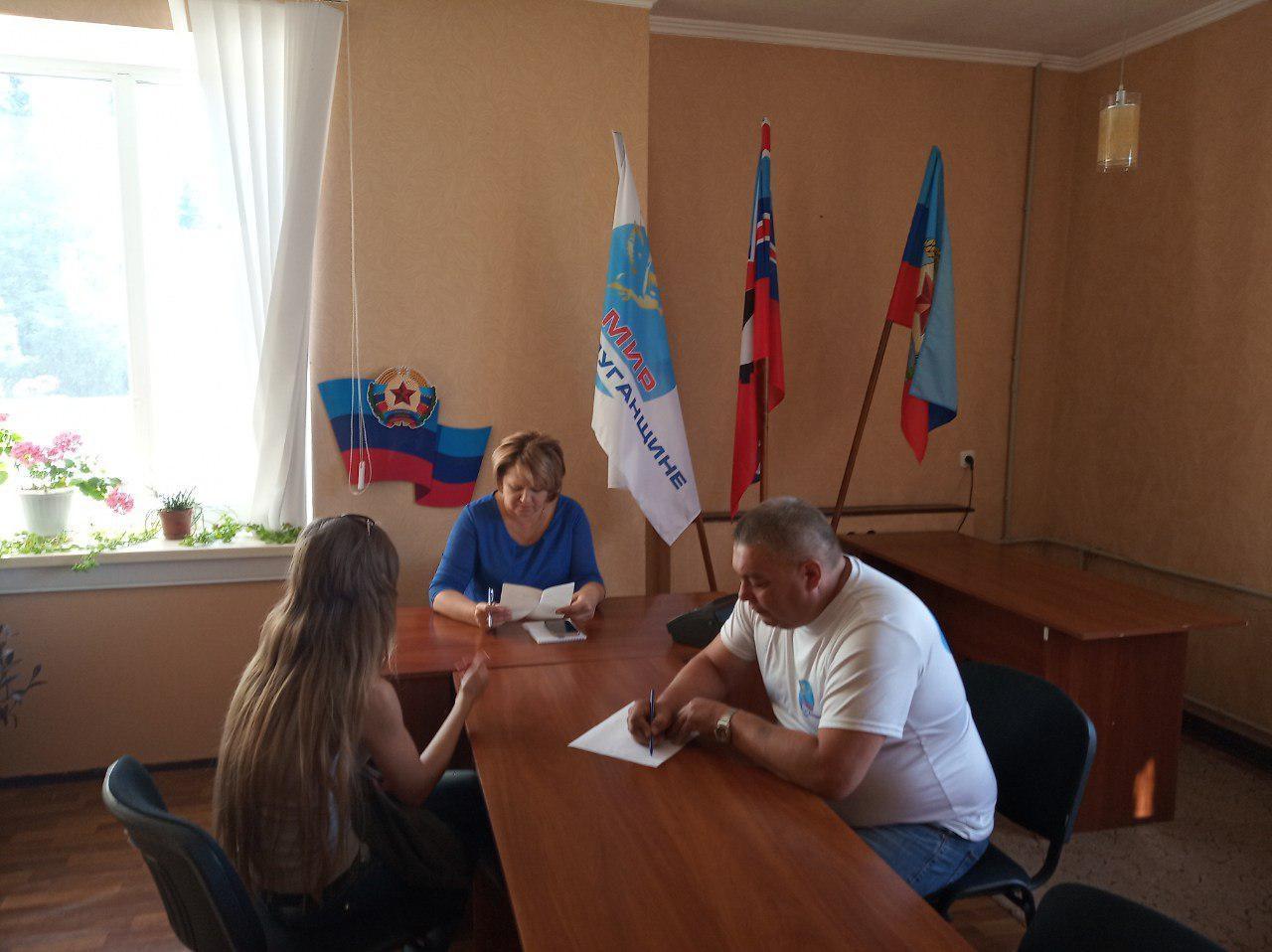 Председатель Краснолучского теротделения встретилась с жителями города 1