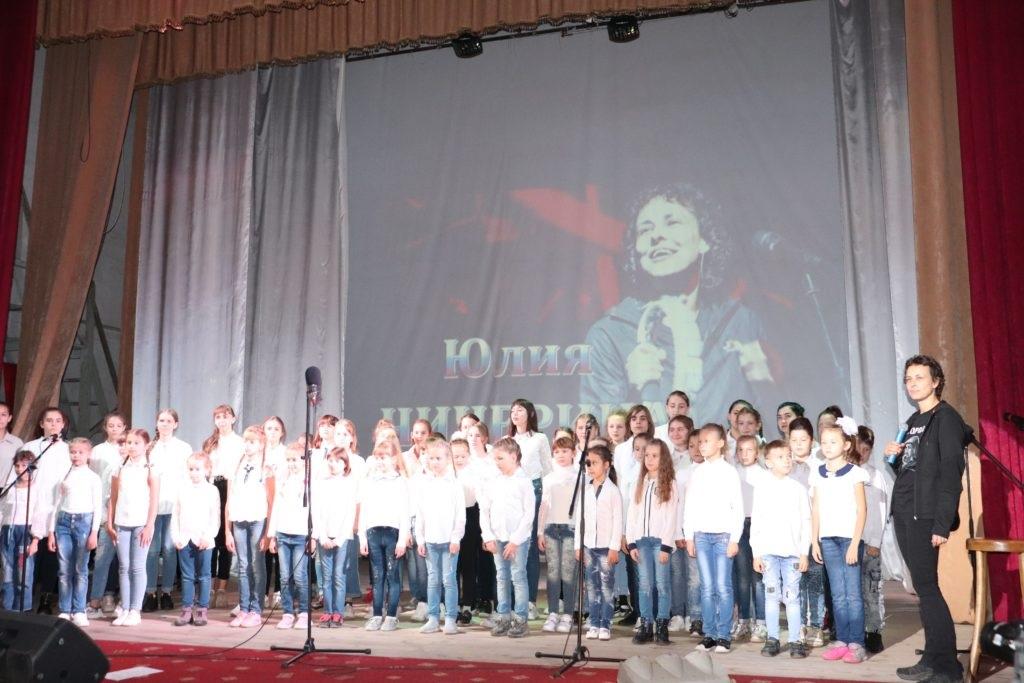 В Перевальске состоялся концерт Юлии Чичериной 2