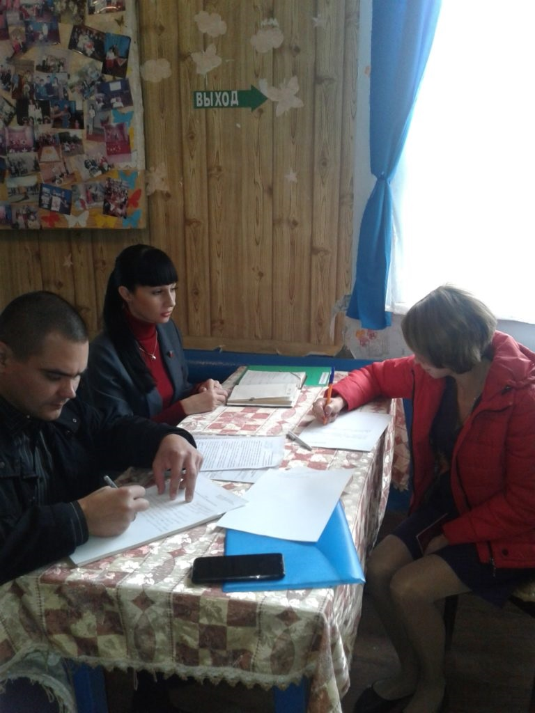 В селе Красном Краснодонского района Александра Коваленко провели прием граждан 2