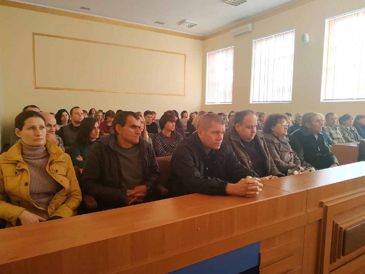 В Перевальске состоялась встреча работников ЖКХ с представителями Администрации района и Перевальского теротделения ОД «Мир Луганщине» 1