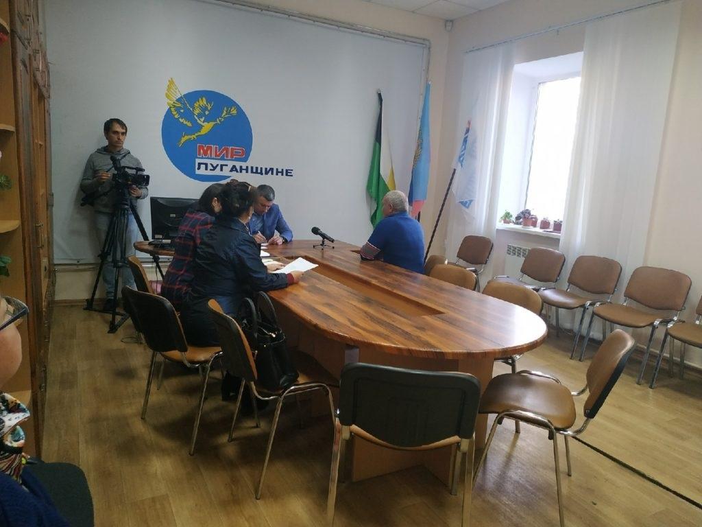 В Свердловске провел прием граждан Андрей Сухачев 2