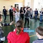 Активисты проекта «Молодая Гвардия» пообщались и вручили подарки детям с ограниченными возможностями в луганской школе