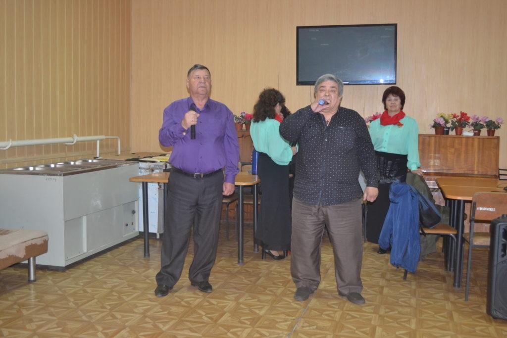 Благотворительный концерт ансамбля городской организации ветеранов «Калина красная» состоялся в Ровеньках 3