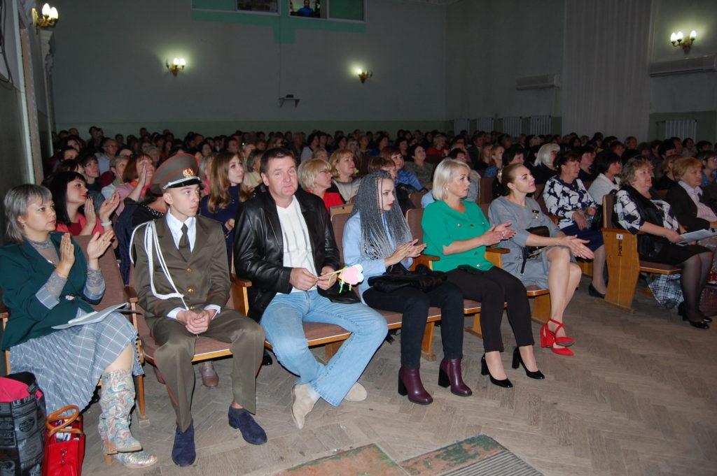 В Лутугино состоялось чествование учителей района 2