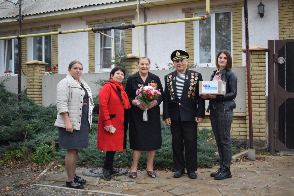 Активисты Первомайска поздравили с 98-м днем рождения ветерана Великой Отечественной войны 3