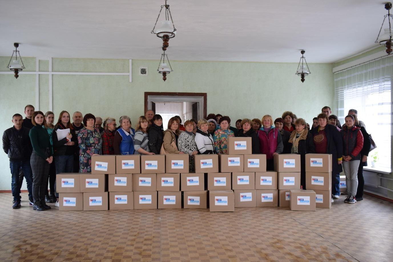 Активисты проекта «Волонтер» передали гуманитарную помощь работникам Первомайского комплексного центра социального обслуживания населения 1