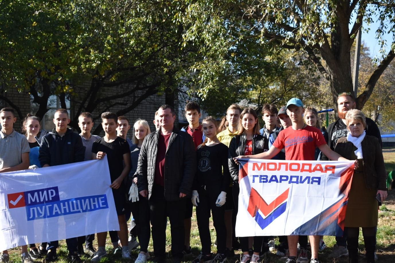 Активисты ОД «Мир Луганщине» благоустроили детскую спортивную площадку в Стаханове 1