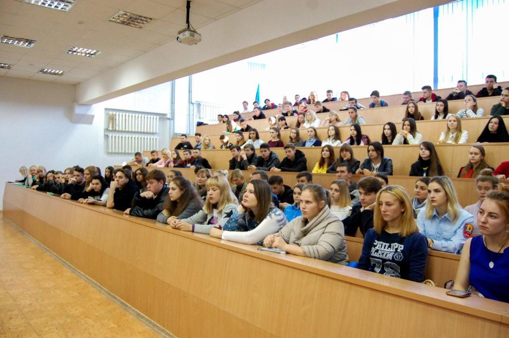 Для участников волонтерских отрядов прошёл тренинг в Луганске 2