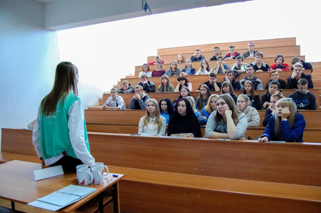 Для участников волонтерских отрядов прошёл тренинг в Луганске 4