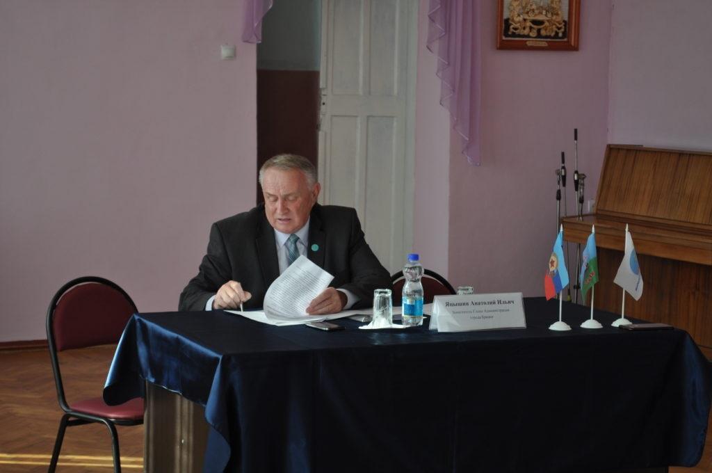 В Брянке состоялась панельная дискуссия на тему «Проблемы ЖКХ, пути решения» 3