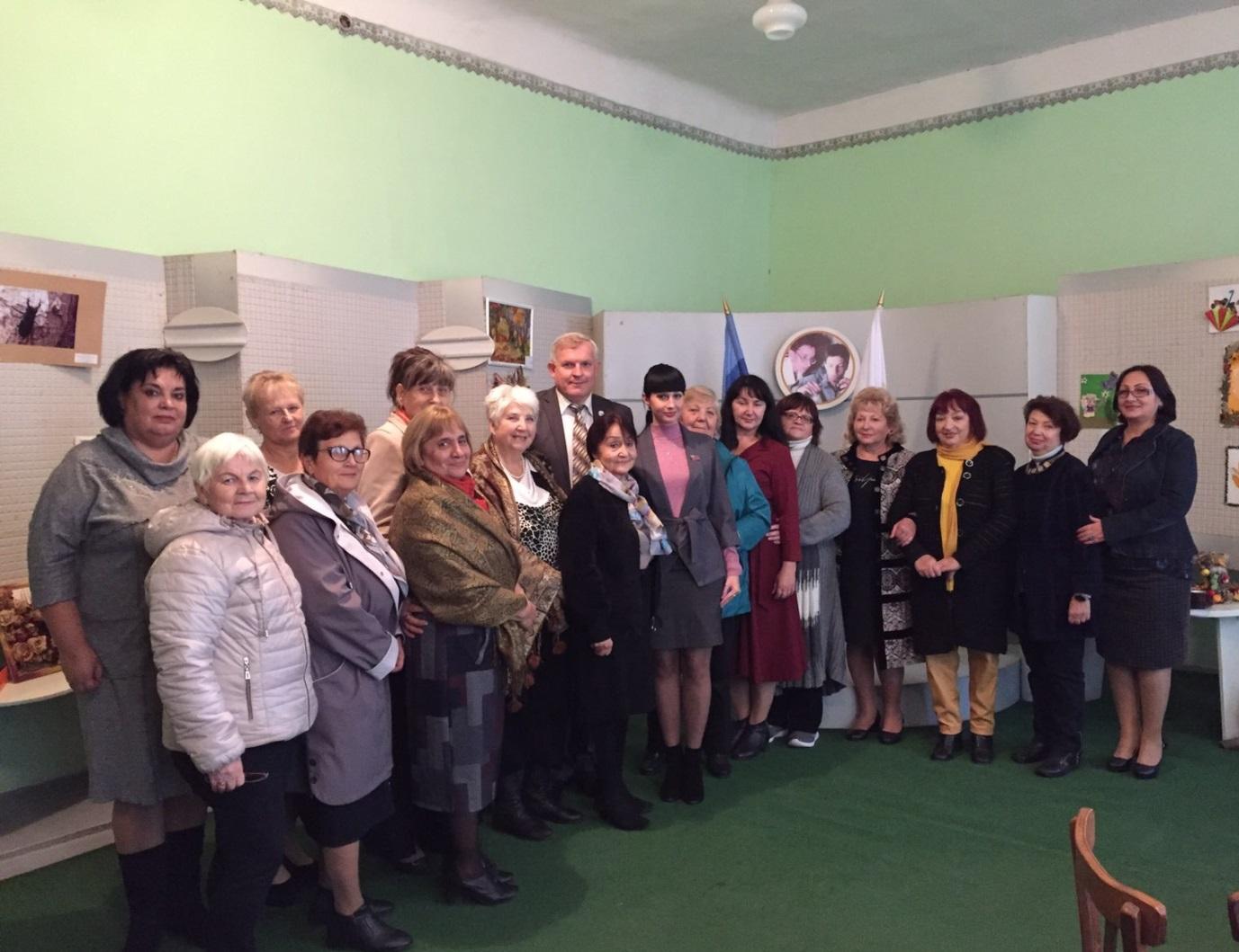 Владимир Шавлай встретился с ветеранами педагогического труда в Краснодоне 1