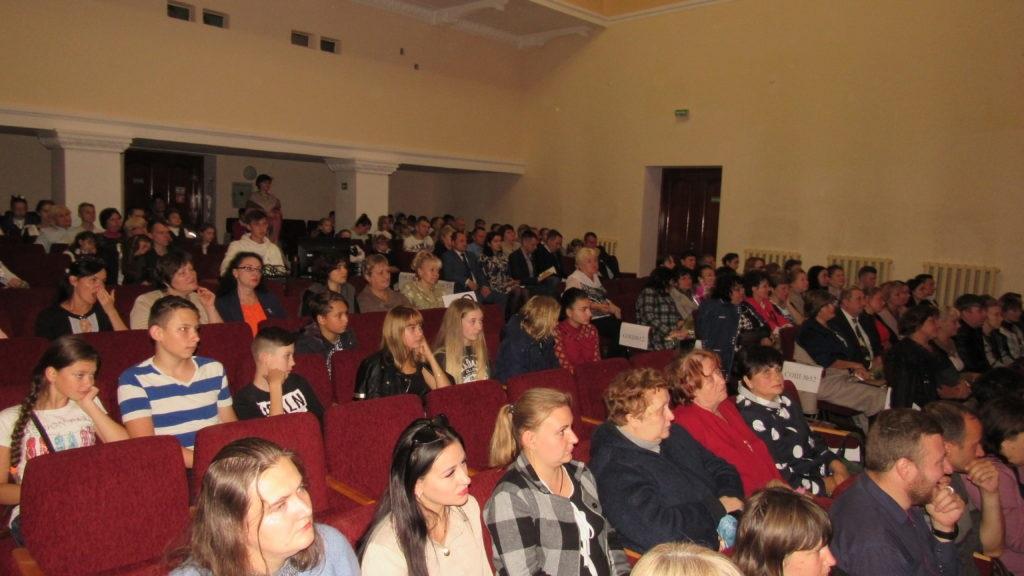 Представители ОД «Мир Луганщине» поздравили работников сферы образования Ирмино с профессиональным праздником 1