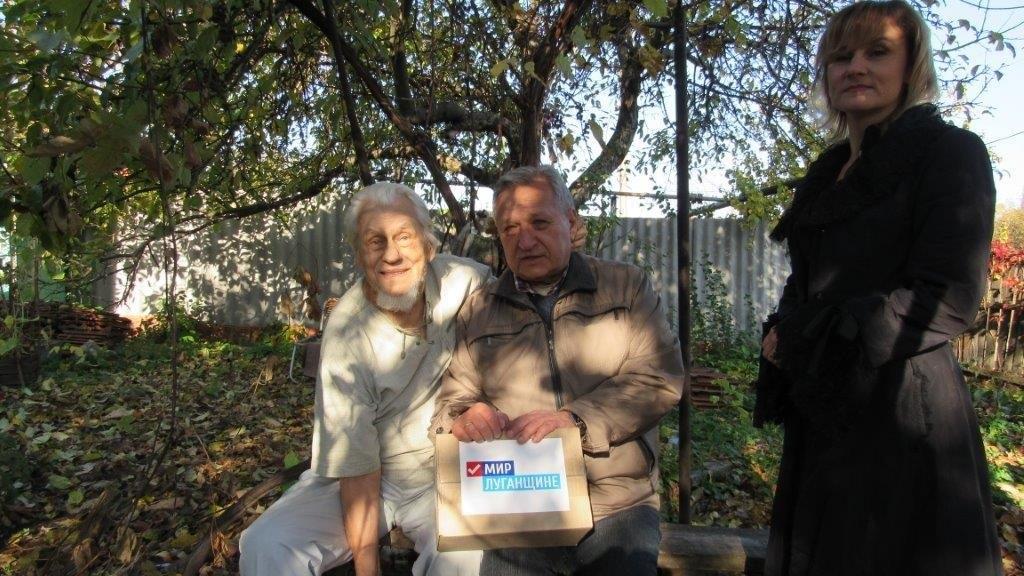 В рамках акции «Как живешь, ветеран?» активисты ОД «Мир Луганщине» посетили ветеранов Великой Отечественной войны Стаханова 3