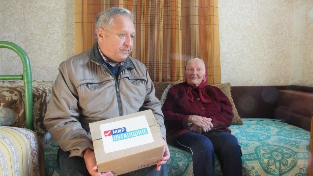 В рамках акции «Как живешь, ветеран?» активисты ОД «Мир Луганщине» посетили ветеранов Великой Отечественной войны Стаханова 4