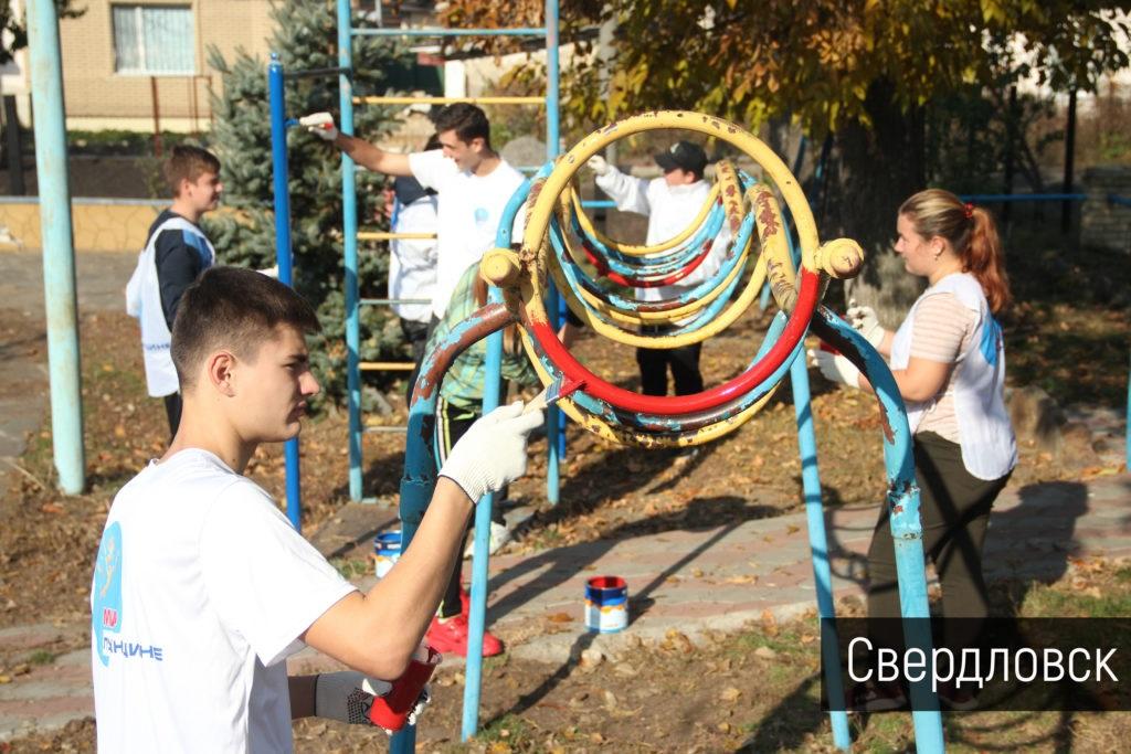 В городах ЛНР благоустроили детские площадки 2