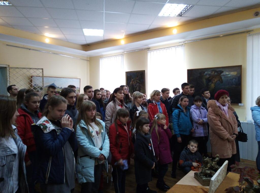 В Ровеньках состоялось открытие выставки «Золото прожитых лет» 3