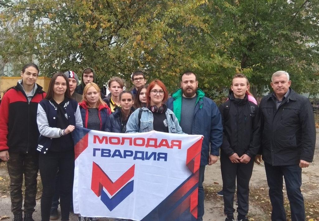 В Краснодоне провели субботник по благоустройству детской игровой площадки 2