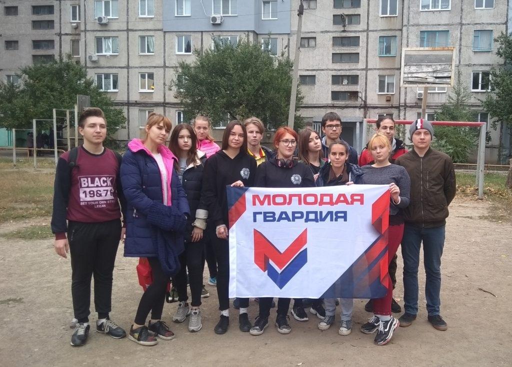 В Краснодоне провели субботник по благоустройству детской игровой площадки 3