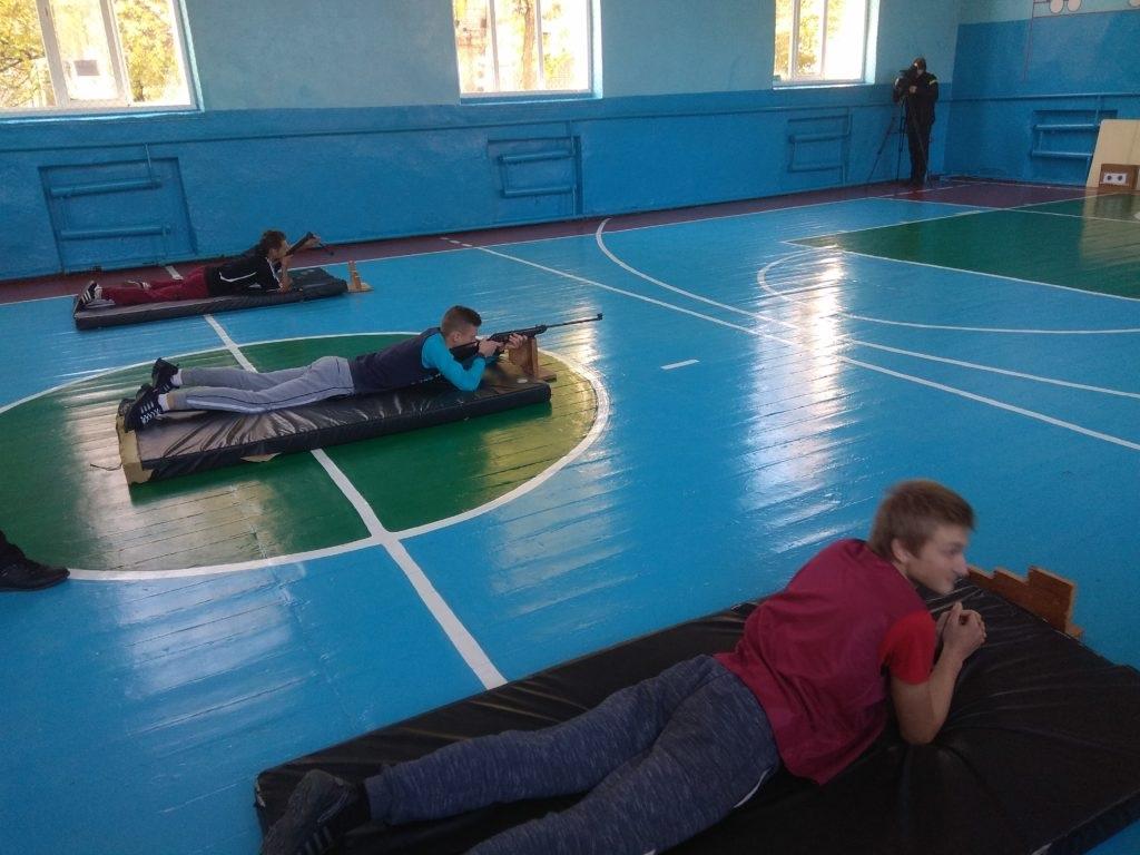 В Ровеньках провели соревнования по допризывной подготовке юношей среди учащихся 2