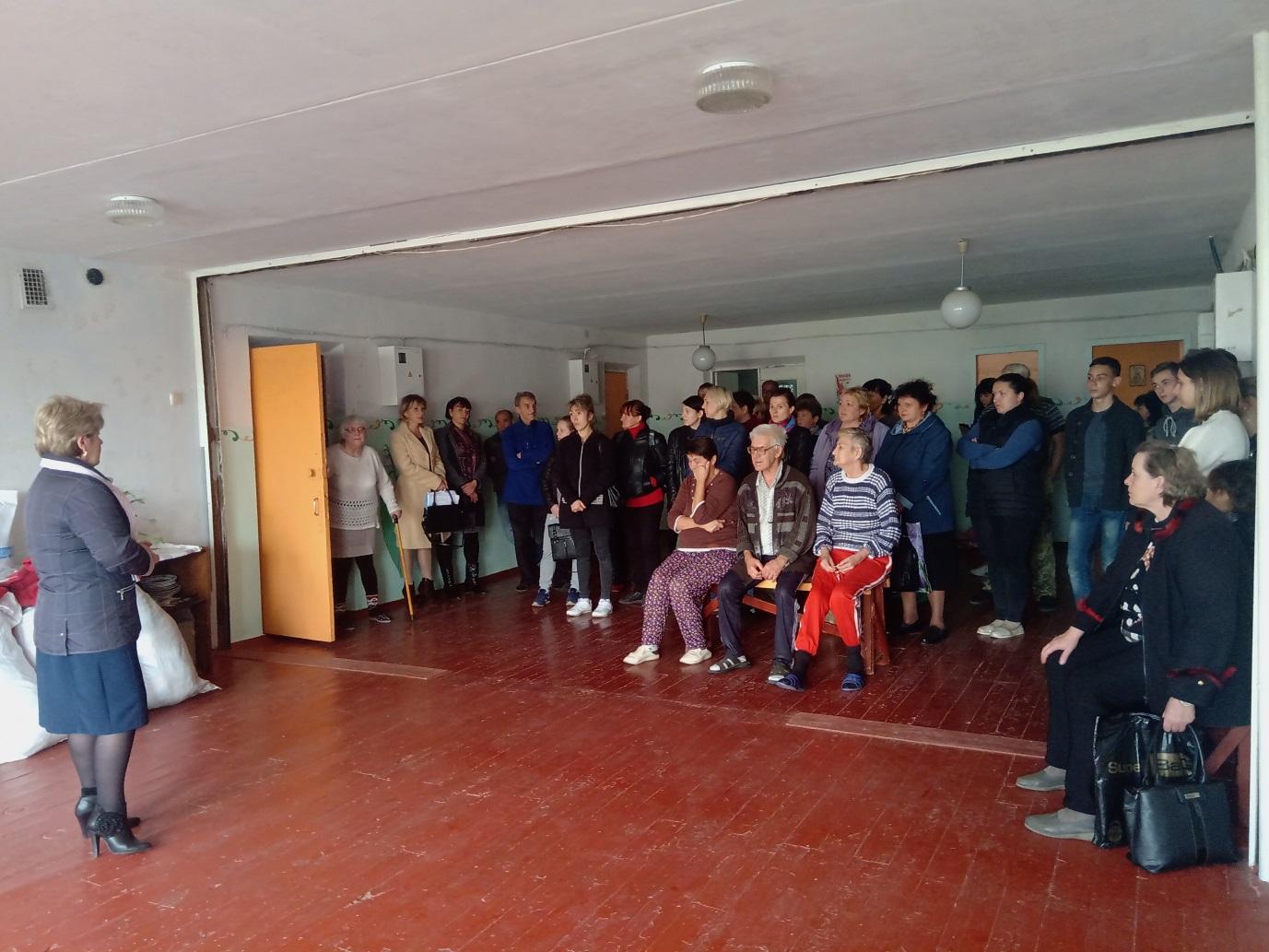В Стаханове состоялась встреча Ольги Карякиной с вынужденными переселенцами и беженцами с прифронтовых территорий 1