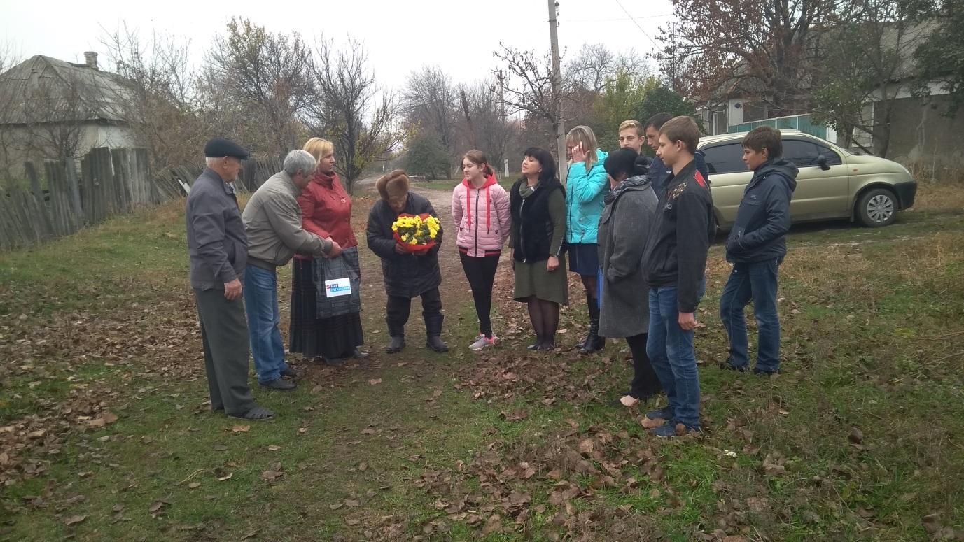 Активисты села Хорошее Славяносербского района посетили участника боевых действий 1