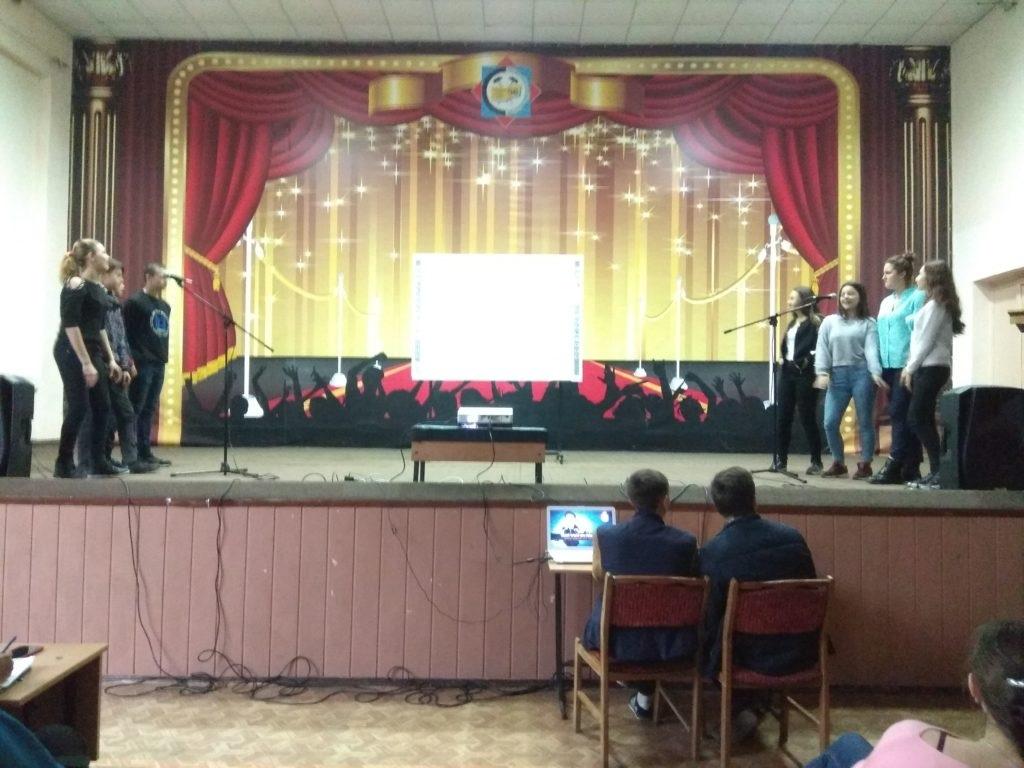 В Ровеньках состоялось мероприятие «Молодежное караоке» 2