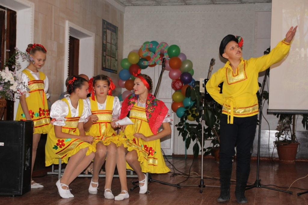 В Красном Куте Антрацитовского района отпраздновали юбилей местной школы 1