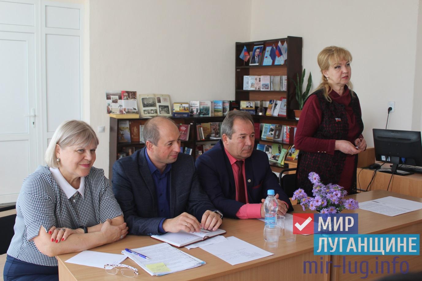 Депутат Народного Совета встретилась с педагогами Славяносербска 1