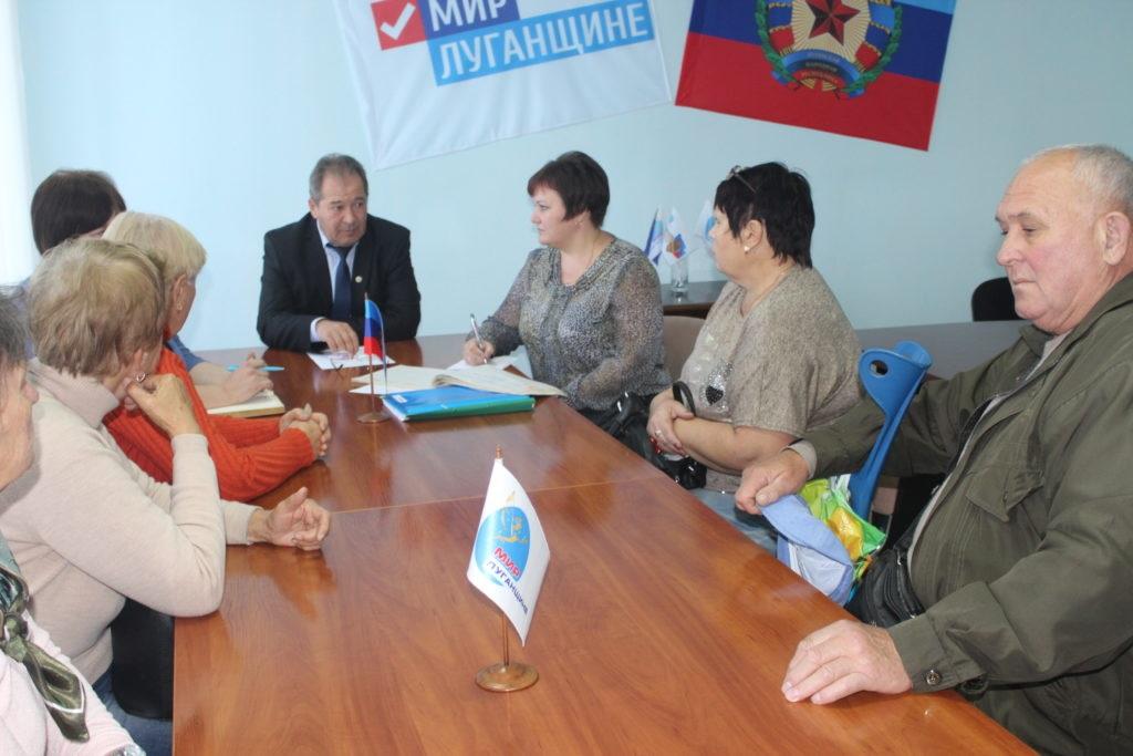 Александр Дейнека провел прием граждан в Славяносербске 2