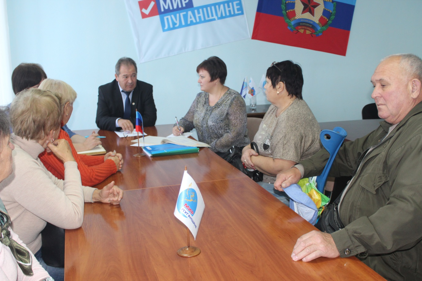Александр Дейнека провел прием граждан в Славяносербске 1
