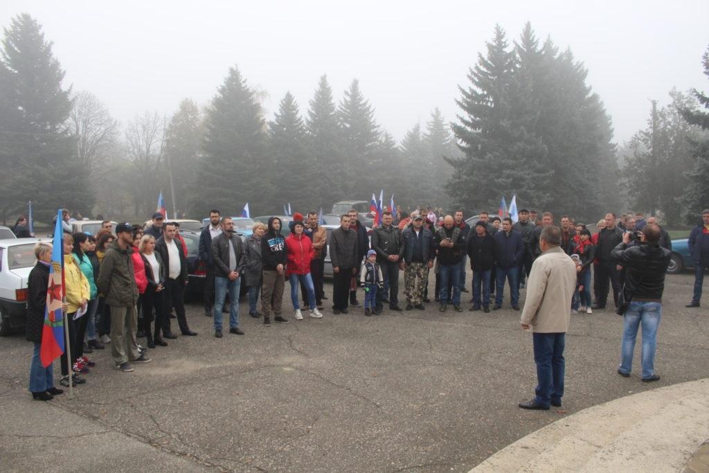 Жители Славяносербска провели автопробег в преддверии Дня автомобилиста 3