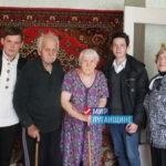 Активисты проектов «Молодая гвардия» и «Волонтёр» поздравили ветеранов