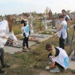 В Перевальске состоялась уборка могил Защитников Донбасса
