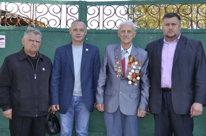 Ветерана Великой Отечественной войны поздравили с 92-летием в Лутугино 1