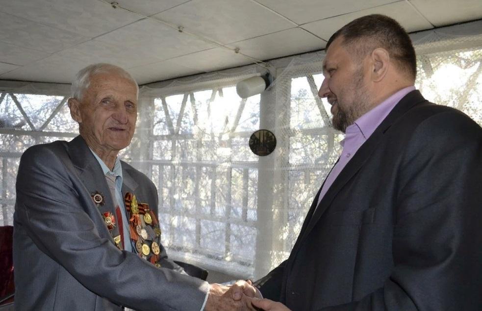 Ветерана Великой Отечественной войны поздравили с 92-летием в Лутугино 3