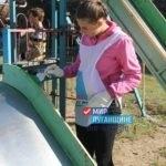 В Перевальске активисты проекта «Молодая гвардия» привели в порядок детскую площадку